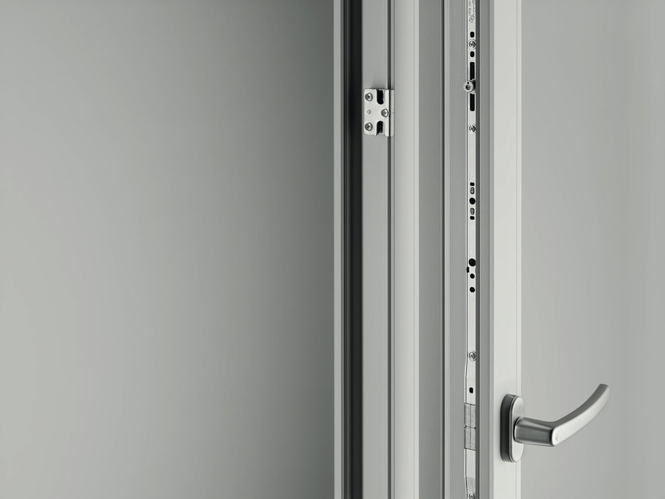 Roto reports a good start following the market launch of Patio Alversa. The industry innovation also helps ensure that the same central locking system is used in the different parallel and Tilt&Slide systems' versions the universal hardware.