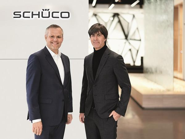 Joachim Löw and Andreas Engelhardt, Managing Partner of Schüco International KG, in the Schüco showroom in Bielefeld